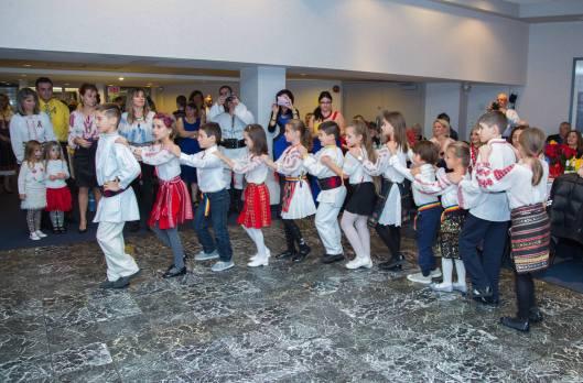copii-dansand